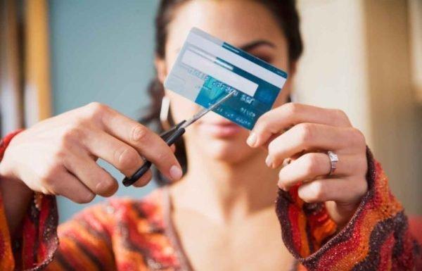 Cancelamento indevido do cartão de crédito permite indenização por danos morais